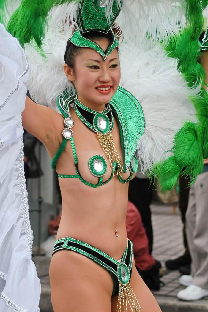 【サンバエロ画像】日本にもあった!本場さながらの衣装で踊るサンバ祭り! 30