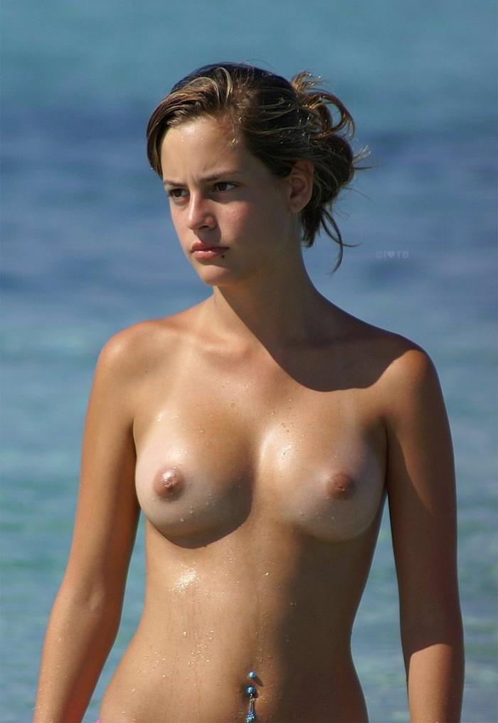 【海外美女エロ画像】透き通るような肌の白人美女の美しいヌード画像 06