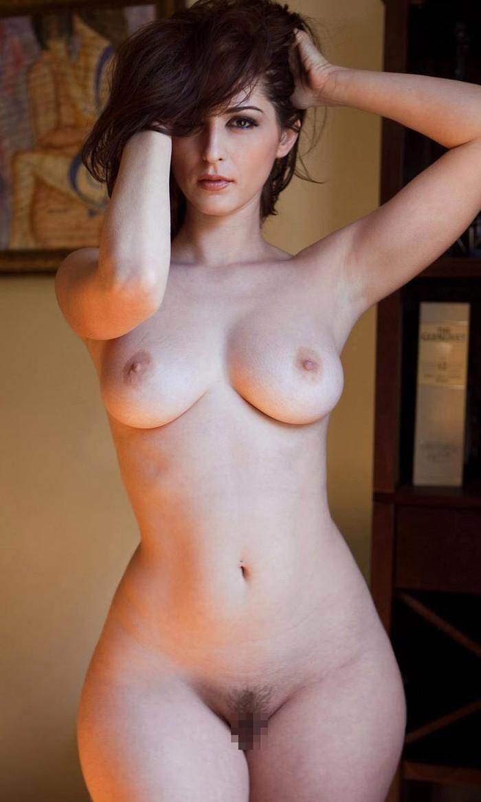 【海外美女エロ画像】透き通るような肌の白人美女の美しいヌード画像 24