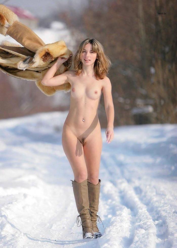 【海外美女エロ画像】透き通るような肌の白人美女の美しいヌード画像 26