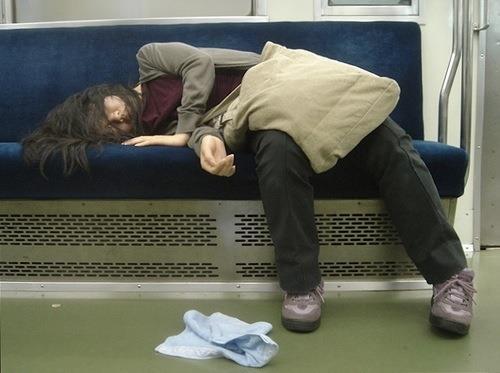 【泥酔素人エロ画像】こんな泥酔してたら何されても気づかないだろ!? 04