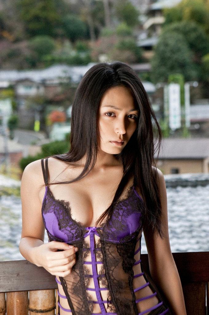 【美熟女エロ画像】熟女の中でもとびきり美人な熟女画像集めたった!w 25