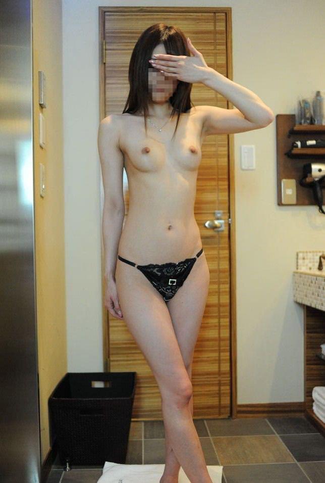 【素人エロ画像】顔を隠す事を条件にエロ撮影をOKしてしまった素人娘 04