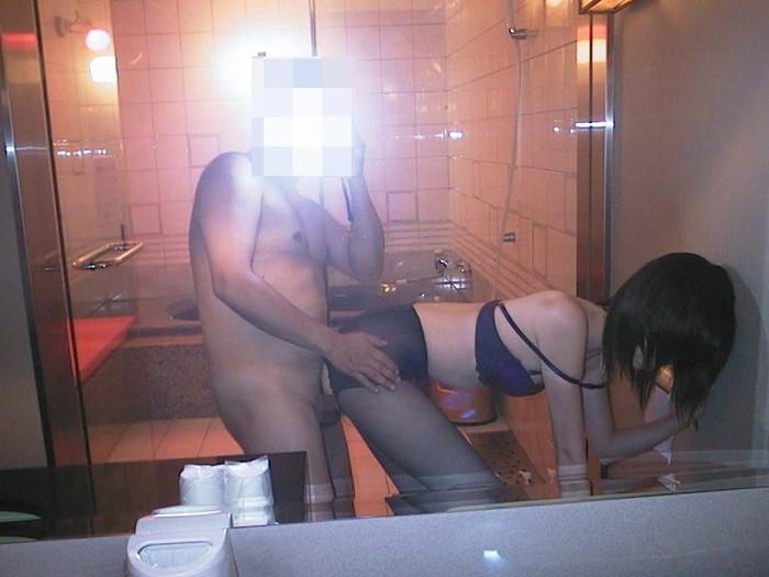 【素人カップル自撮りエロ画像】自分たちのセックスシーンをカメラに収める素人カップル 06
