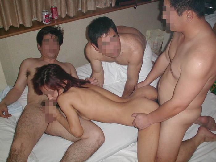 【乱交エロ画像】複数人の男女が集まってセックスしまくりの乱交! 12