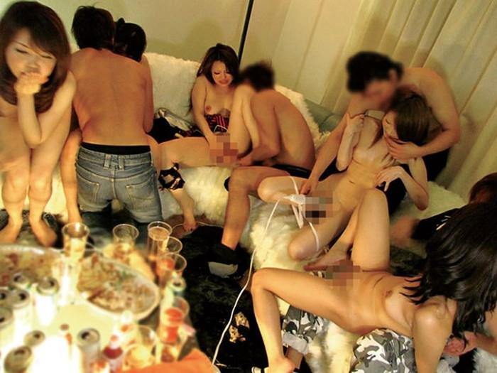 【乱交エロ画像】複数人の男女が集まってセックスしまくりの乱交! 24