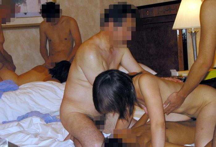 【乱交エロ画像】複数人の男女が集まってセックスしまくりの乱交! 25