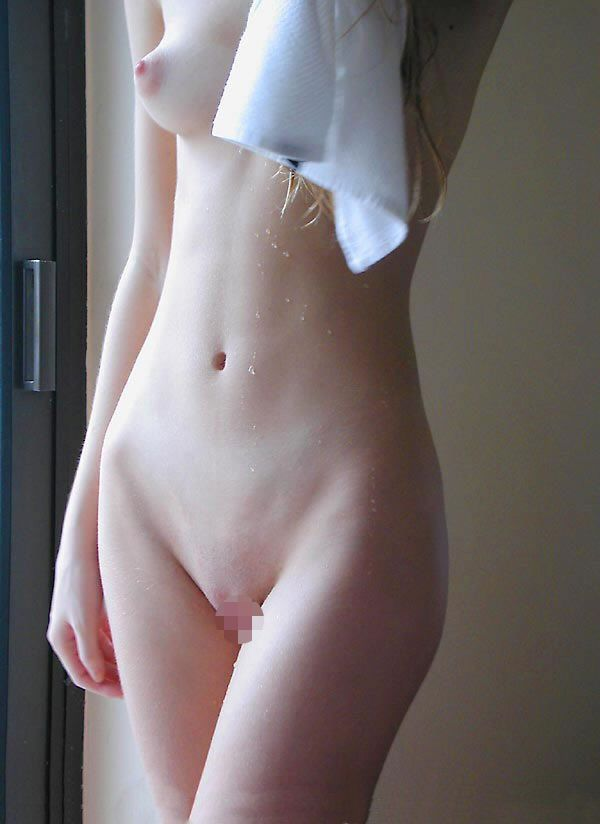 【パイパンエロ画像】確かにワレメも女性の象徴だと言えると思うパイパン画像!? 10