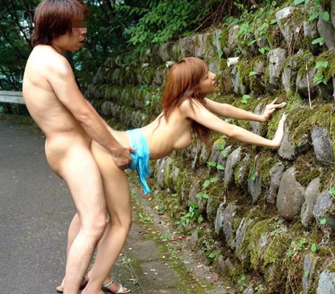 【青姦エロ画像】野外で快楽を貪る青姦カップルたちの恥ずかしい姿 22