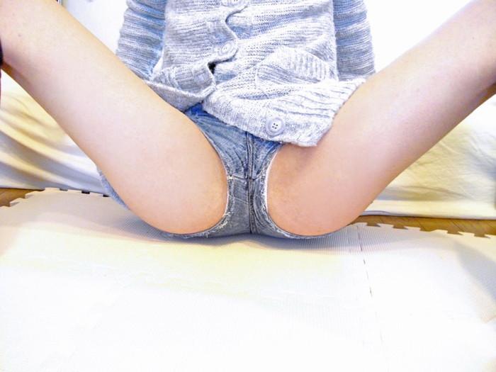 【ホットパンツエロ画像】視線だけでなく股間まで熱くなりそうなホットパンツ! 11