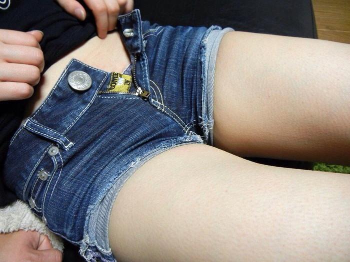 【ホットパンツエロ画像】視線だけでなく股間まで熱くなりそうなホットパンツ! 22