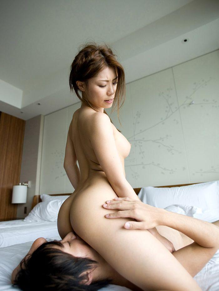 【顔面騎乗エロ画像】女の子が男の顔の上跨るというエロプレイ!顔面騎乗! 05