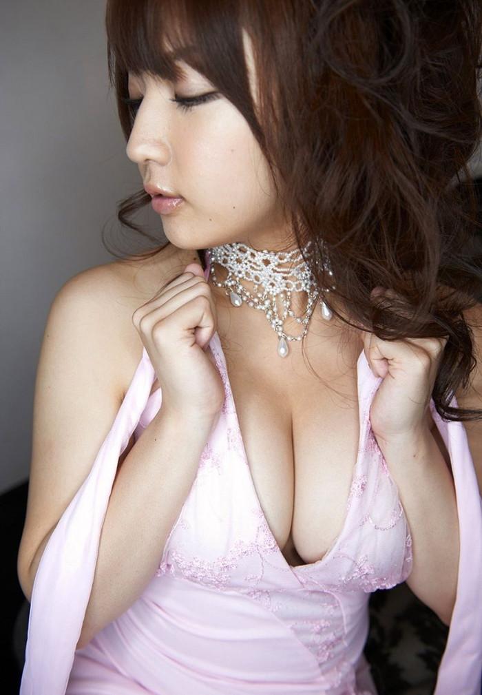 【キャバ嬢エロ画像】キャバ嬢の衣装ってのも露出過多で結構エロいよな!? 04