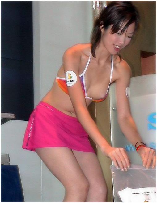 【ハプニングエロ画像】予期せぬエロハプニングに見舞われてしまった女の子達 18