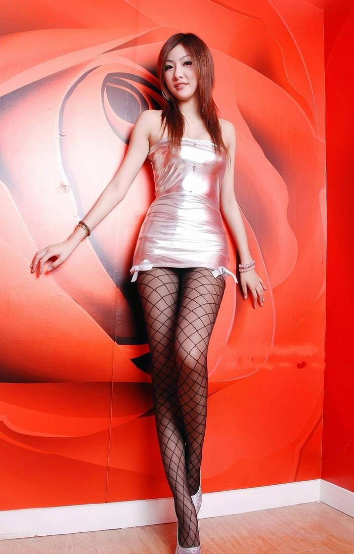 【ボディコンエロ画像】スタイル、顔ともに綺麗な美女だから似合うボディコン服の色香! 02