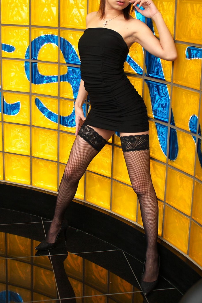 【ボディコンエロ画像】スタイル、顔ともに綺麗な美女だから似合うボディコン服の色香! 08