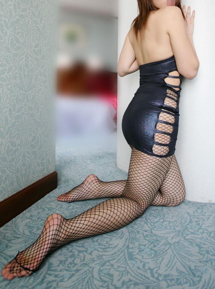 【ボディコンエロ画像】スタイル、顔ともに綺麗な美女だから似合うボディコン服の色香! 09