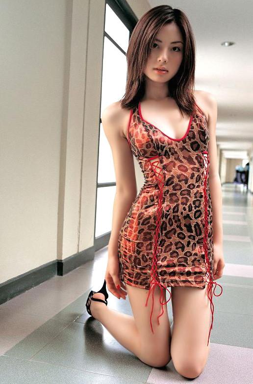 【ボディコンエロ画像】スタイル、顔ともに綺麗な美女だから似合うボディコン服の色香! 13