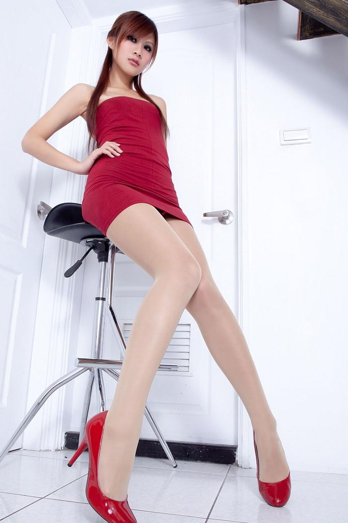 【ボディコンエロ画像】スタイル、顔ともに綺麗な美女だから似合うボディコン服の色香! 20