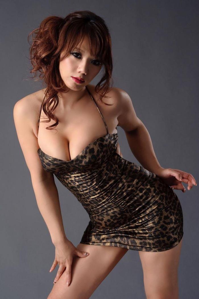 【ボディコンエロ画像】スタイル、顔ともに綺麗な美女だから似合うボディコン服の色香! 22