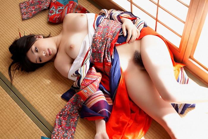 【和装エロ画像】着物や浴衣姿の女の子たちがあんな事やこんな事…。 29