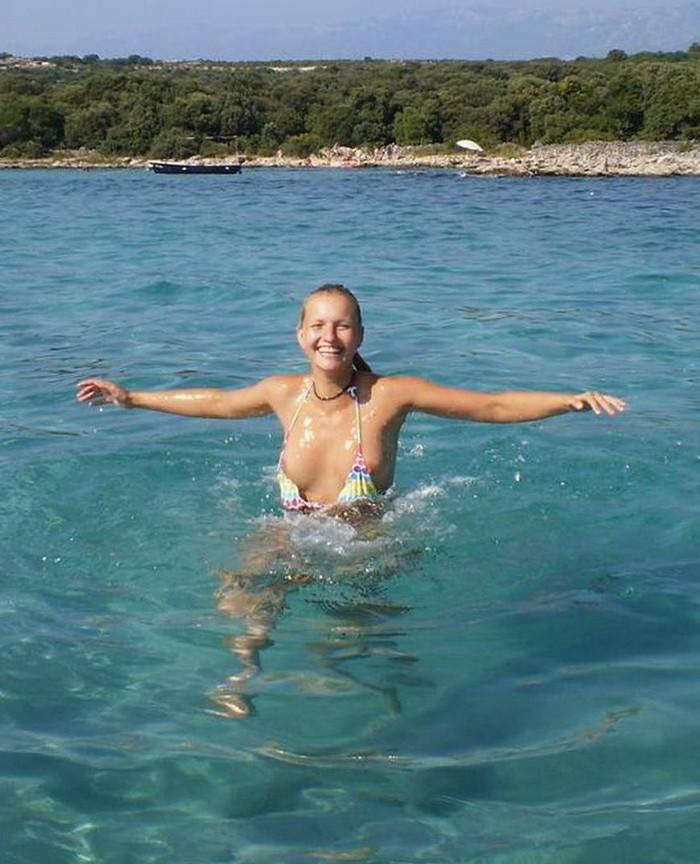 【海外ビキニハプニングエロ画像】海外の美女たちによるビキニでのエロハプニング! 07