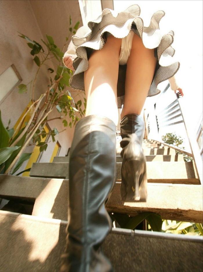 【階段パンチラエロ画像】ローアングルから階段上る女を狙い撃ちしたったww 10
