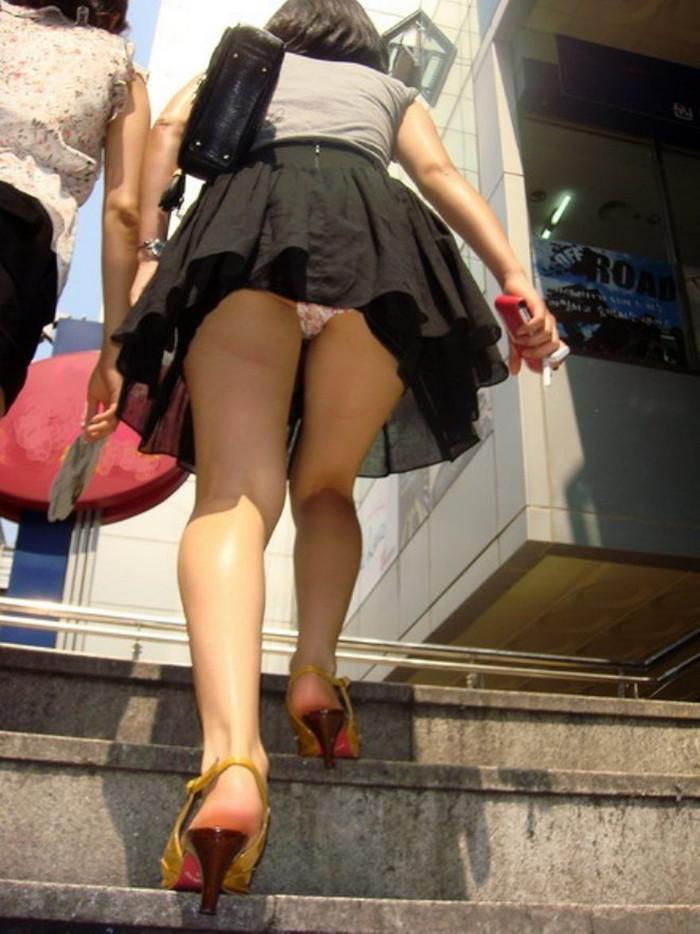 【階段パンチラエロ画像】ローアングルから階段上る女を狙い撃ちしたったww 11