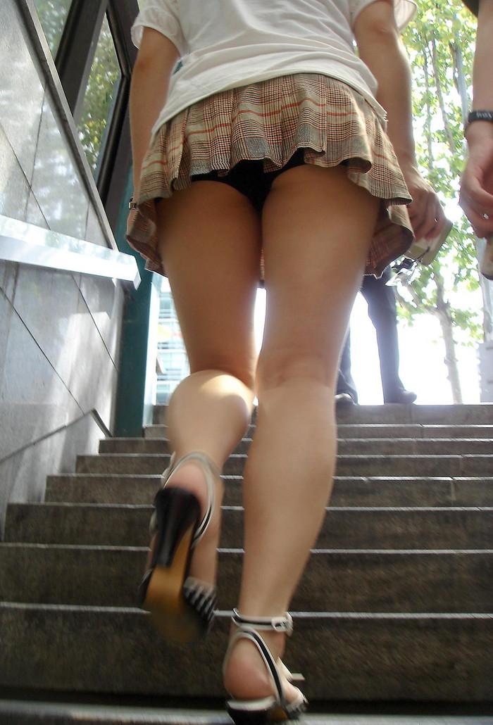 【階段パンチラエロ画像】ローアングルから階段上る女を狙い撃ちしたったww 14