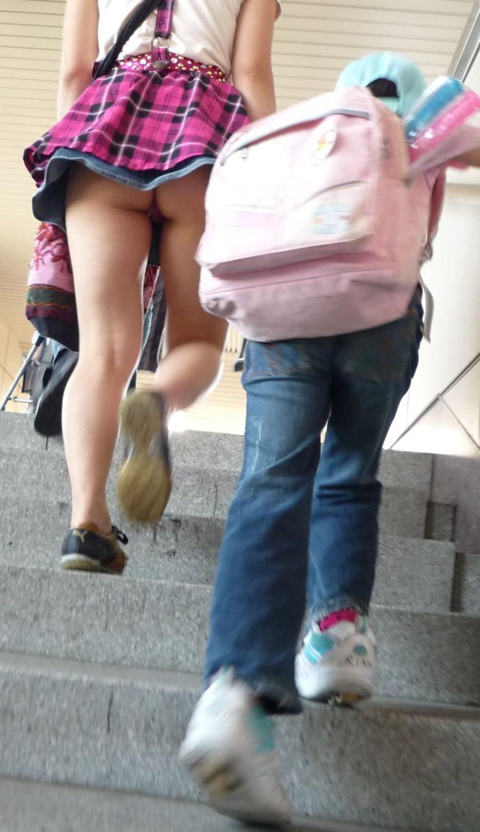 【階段パンチラエロ画像】ローアングルから階段上る女を狙い撃ちしたったww 15