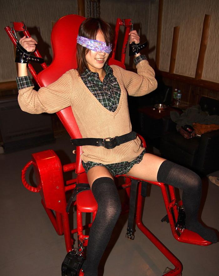 【拘束エロ画像】おまいら!拘束された女ってなんとなく悪戯したくならないか? 16