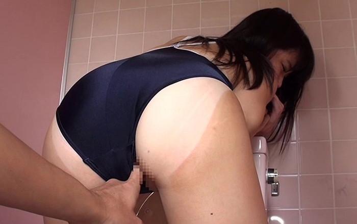 【日焼け跡セックスエロ画像】水着の跡がクッキリの日焼け跡の残る女の子のセックス! 01