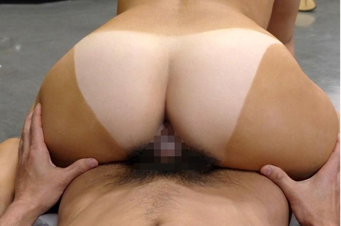 【日焼け跡セックスエロ画像】水着の跡がクッキリの日焼け跡の残る女の子のセックス! 21