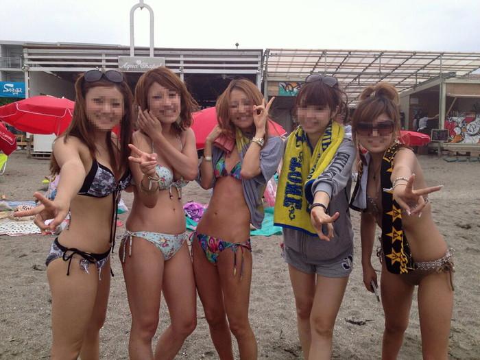 【素人水着エロ画像】無邪気にビーチで戯れる素人娘の水着姿が勃起不可避! 02