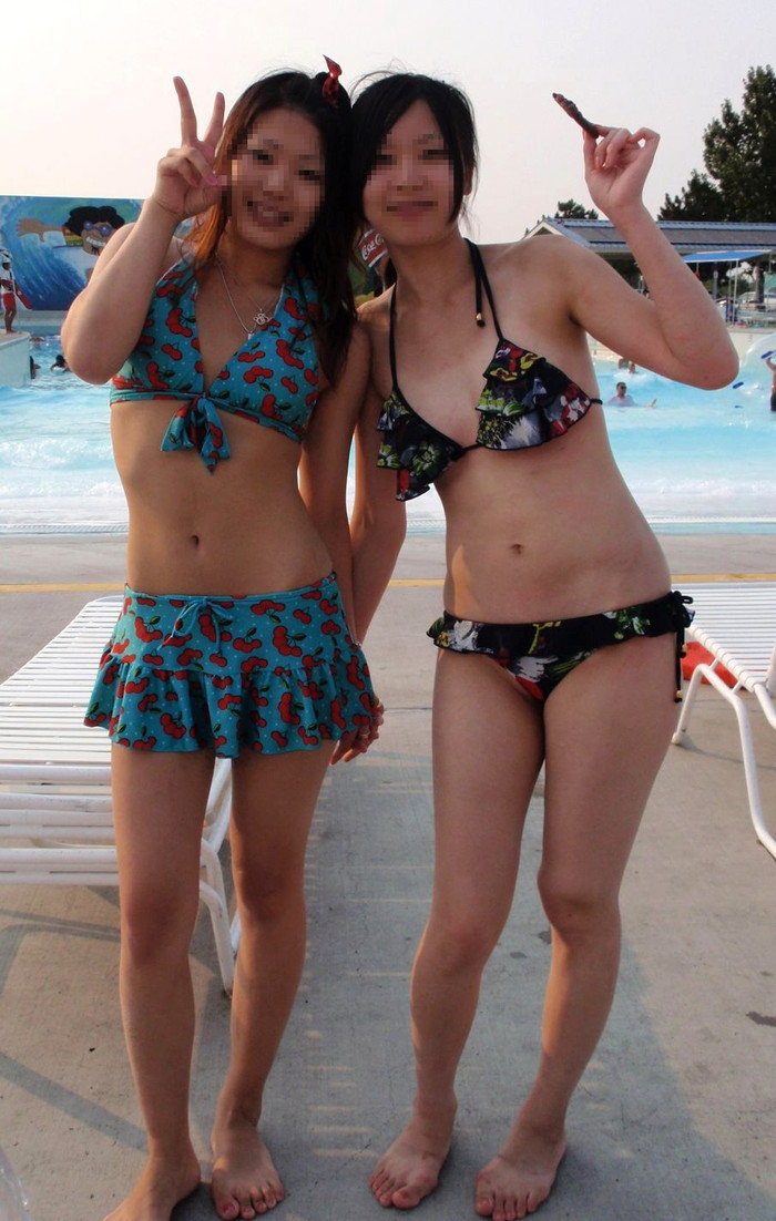 【素人水着エロ画像】無邪気にビーチで戯れる素人娘の水着姿が勃起不可避! 05