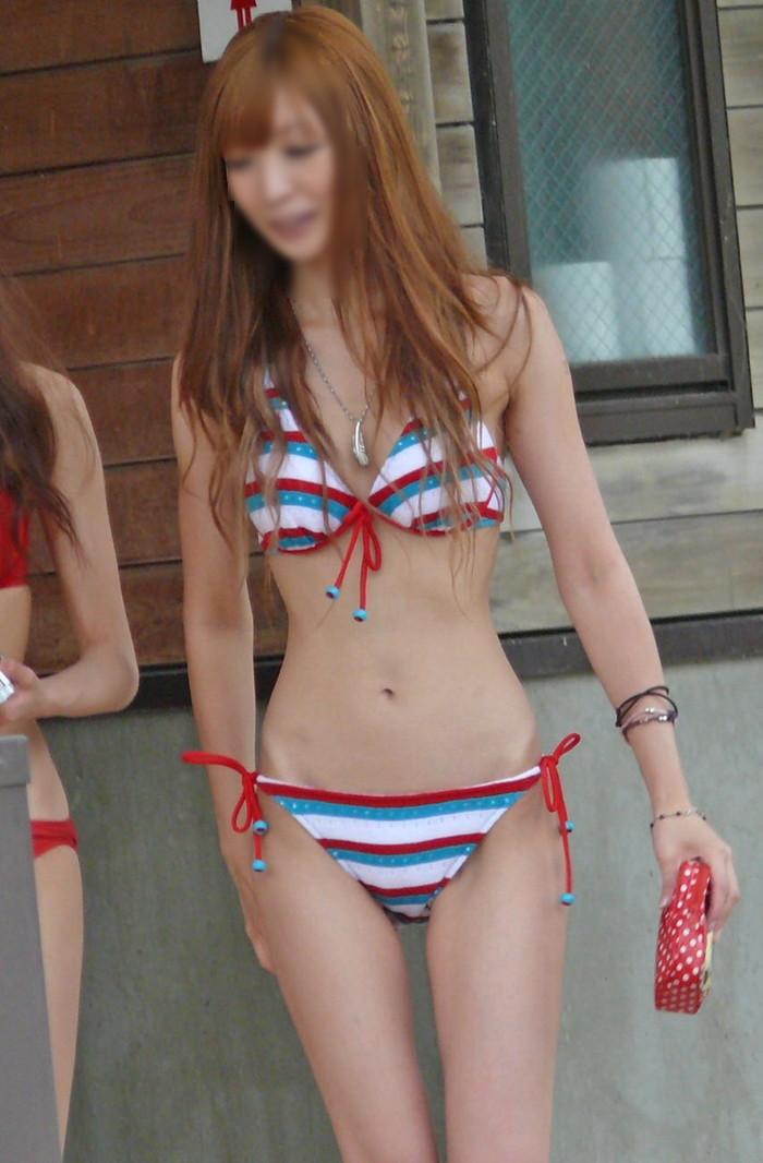 【素人水着エロ画像】無邪気にビーチで戯れる素人娘の水着姿が勃起不可避! 09