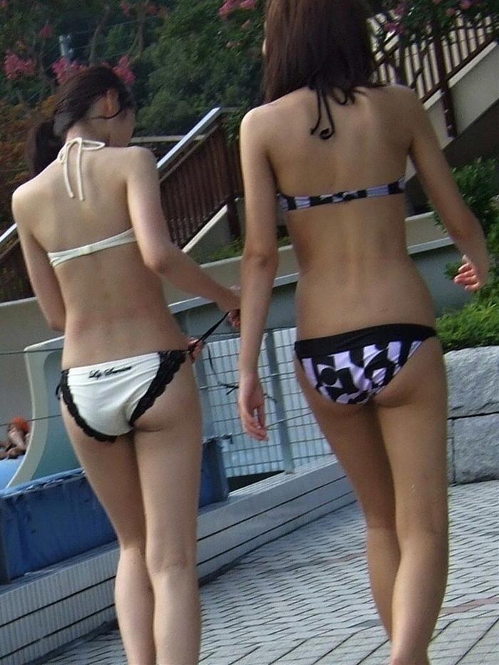 【素人水着エロ画像】無邪気にビーチで戯れる素人娘の水着姿が勃起不可避! 16