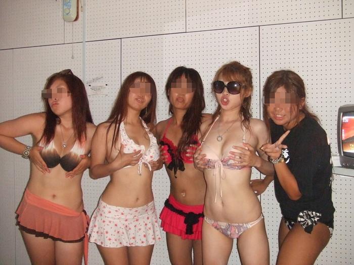 【素人水着エロ画像】無邪気にビーチで戯れる素人娘の水着姿が勃起不可避! 18