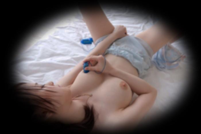 【オナニー盗撮エロ画像】何気ないオナニー!まさか!?盗撮されてたなんて!? 10