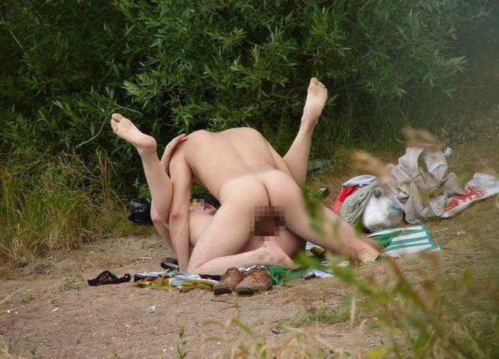 【青姦エロ画像】野外プレイのスリルに見せられたバカップルたちの成れの果てww 27