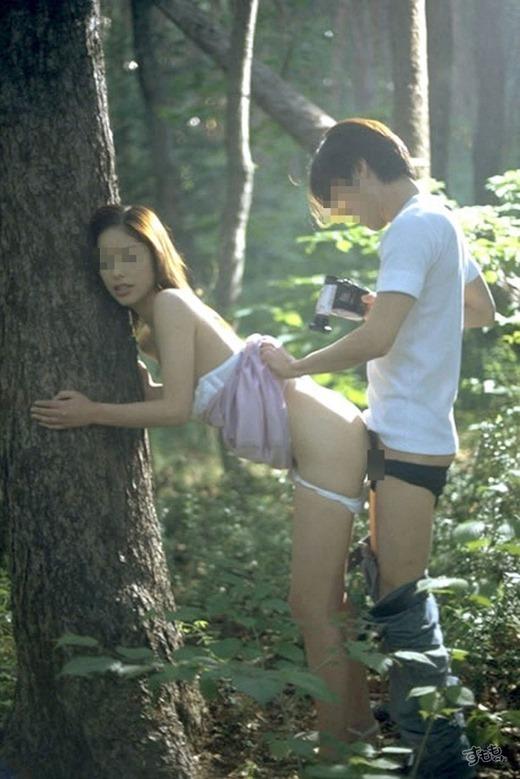 【青姦エロ画像】野外プレイのスリルに見せられたバカップルたちの成れの果てww 31