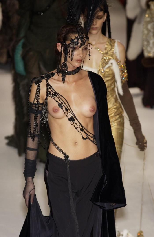 【ファッションショーエロ画像】コレどこのストリップ!違う!ファッションショーだ!w 17