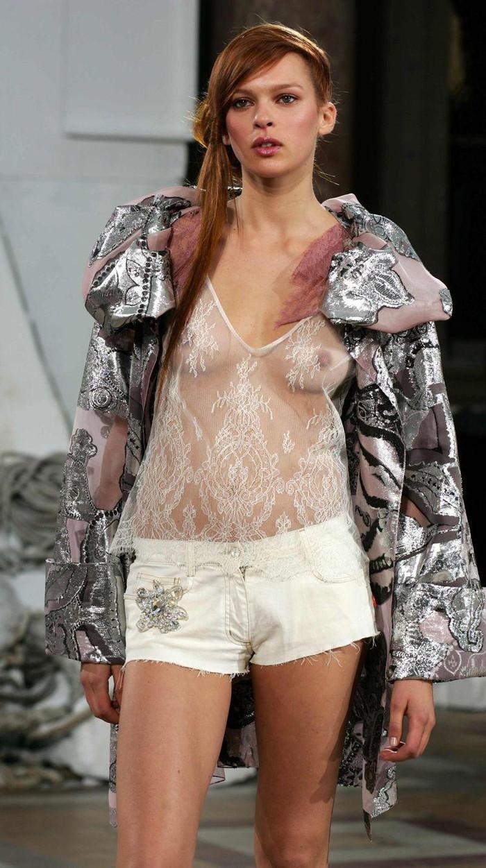 【ファッションショーエロ画像】コレどこのストリップ!違う!ファッションショーだ!w 21
