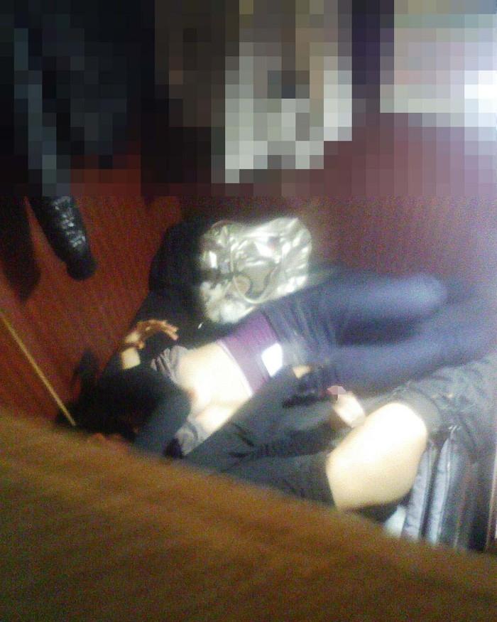 【ネットカフェエロ画像】ネットカフェの個室でこんな事しているバカップル! 19