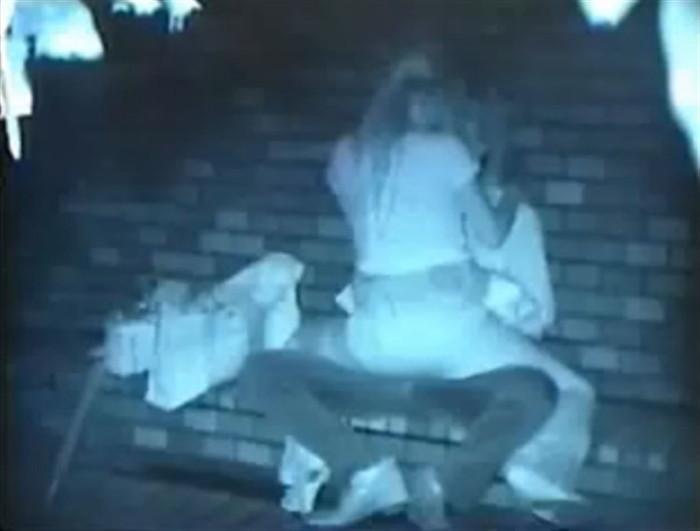 【夜の公園エロ画像】青姦スポットと呼ばれる公園を赤外線で覗いた結果ww 18