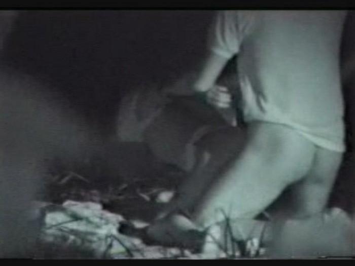 【夜の公園エロ画像】青姦スポットと呼ばれる公園を赤外線で覗いた結果ww 23