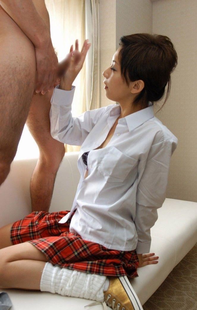 【手コキエロ画像】オナニーと違うのは自分の手ではなく女性の手によるという事!w 10