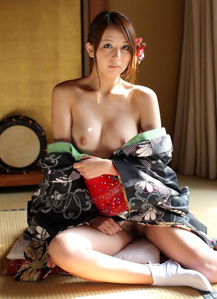【着物エロ画像】着物や浴衣の肌蹴た艶かしすぎるほどの大和撫子たち! 10
