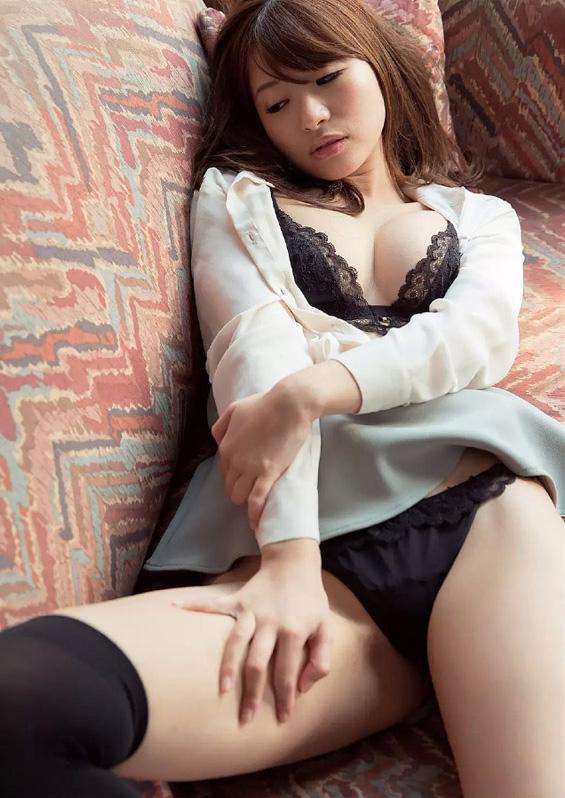 【初美沙希エロ画像】ロリ系でありながら巨乳!色白のハリのある肌が堪らん! 06