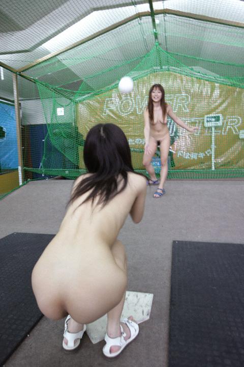 【全裸スポーツエロ画像】女の子が全裸でスポーツしたらやっぱりエロかった!w 06